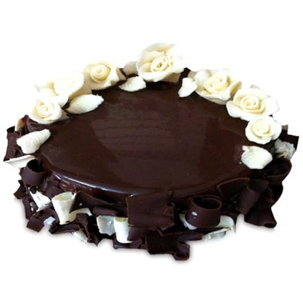 Chocolate Cake With White Roses Half kg Eggless