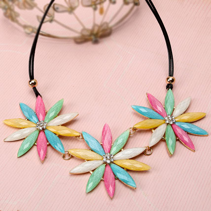 Flower Motif Necklace