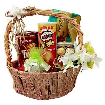 Foodies Paradise In Basket Hamper