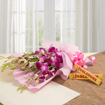 Brighten Their Day Combo: Valentine Flowers Aurangabad