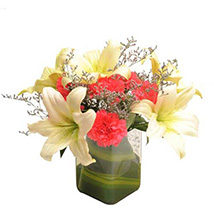 Contemporary Elegance: Mixed flowers