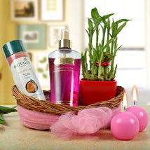 Daily Delights For Mom: Gift Hampers