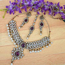Ethnic Kundan Necklace Set: Send Karwa Chauth Gifts for Wife